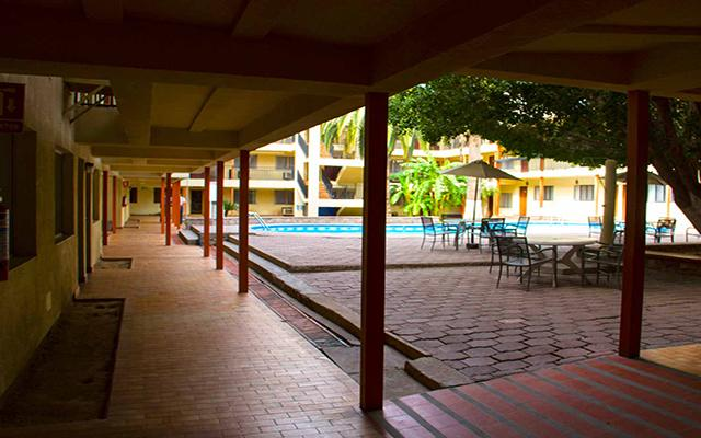 Hotel Bugambilia, disfruta de su alberca al aire libre