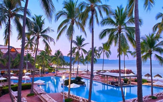 Hotel Buganvilias Resort de Puerto Vallarta, disfruta de su alberca al aire libre