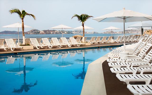 Hotel Calinda Beach Acapulco, disfruta de su alberca al aire libre