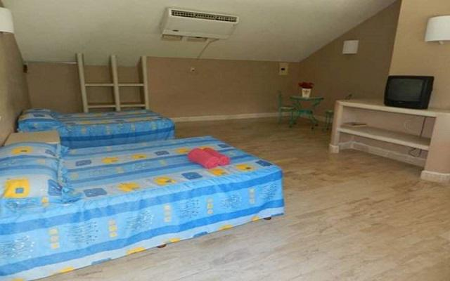 Te ofrece amplias habitaciones a precios accesibles