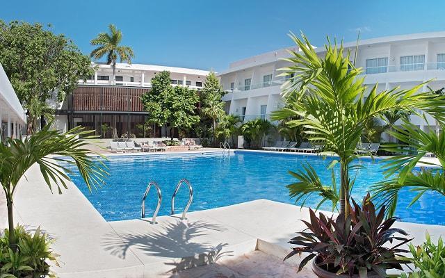 Hotel Cancún Bay Resort cuenta con 2 albercas