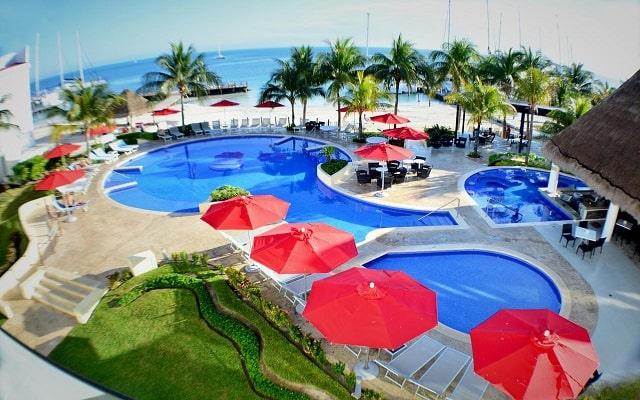 Hotel Cancun Bay Resort All Inclusive, disfruta de su alberca al aire libre