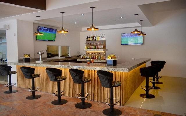 Hotel Cancun Bay Resort All Inclusive, disfruta una copa en el bar