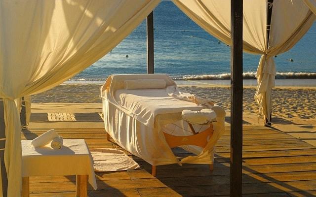 Hotel Casa Dorada Los Cabos, disfruta un masaje en la playa
