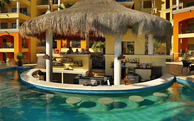 Hotel Casa Dorada Los Cabos, disfruta una copa en el pool bar