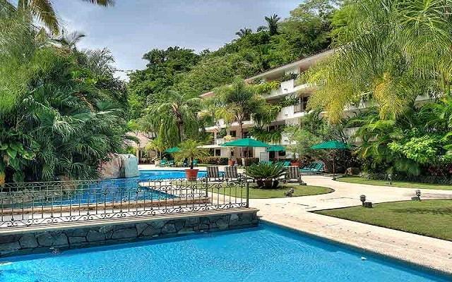 Hotel Casa Iguana Mismaloya, disfruta de su alberca al aire libre