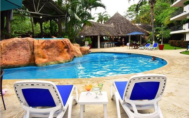 Hotel Casa Iguana Mismaloya, relájate en sus camastros