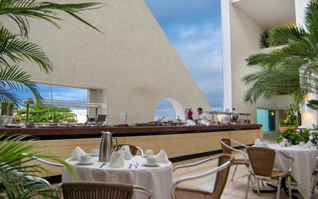 Hotel Casa Mexicana Cozumel, disfruta el desayuno en el área de la terraza