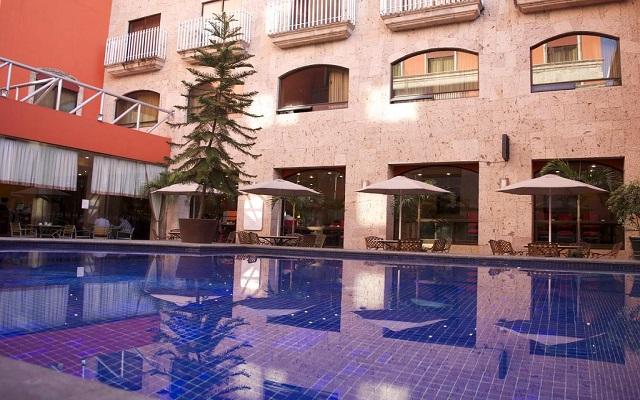 Hotel Celta, disfruta de su alberca al aire libre