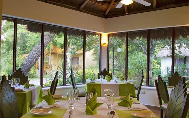 En el Restaurante La Biosfera puedes disfrutar frescos platillos de la región