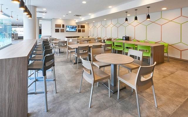 Hotel City Express Ciudad de México Aeropuerto, espacio ideal para tomar tus alimentos