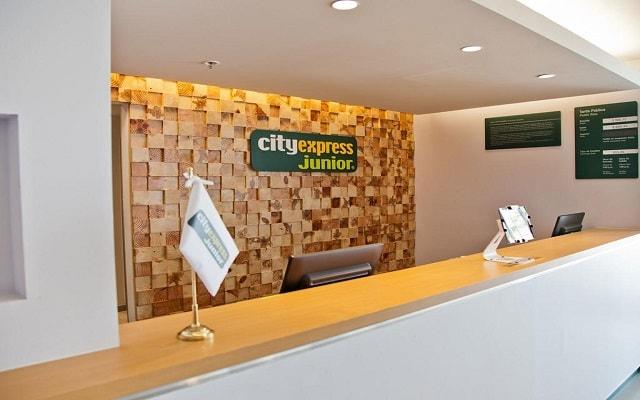 Hotel City Express Junior Cancún, atención personalizada desde el inicio de tu estancia