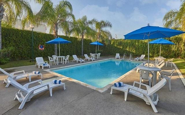 Hotel City Express Mazatlán, disfruta de su alberca al aire libre