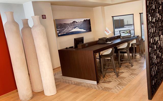 City Express Suites Cabo San Lucas, centro de  negocios abierto las 24 horas