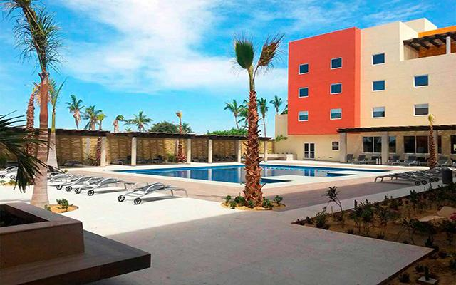 City Express Suites Cabo San Lucas, disfruta de su alberca al aire libre