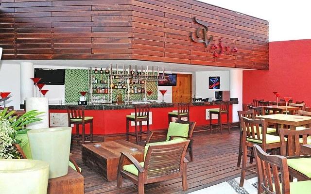 Hotel Club Regina Puerto Vallarta, disfruta una copa en el bar