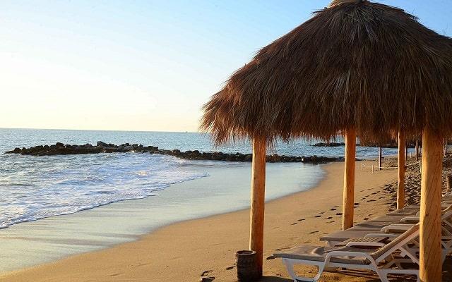 Hotel Club Regina Puerto Vallarta, admira la belleza del mar