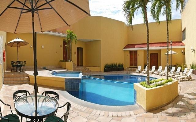 Hotel Comfort Inn Veracruz, disfruta de su alberca al aire libre