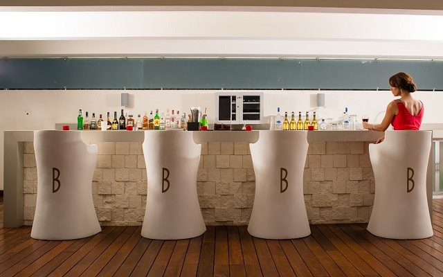Hotel Condominio B Pichilingue Acapulco, disfruta una copa en el bar