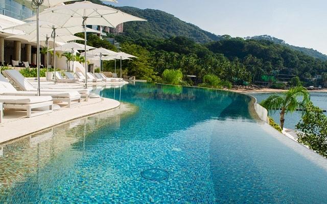 Hotel Condominio B Pichilingue Acapulco, descansa en la comodidad de sus camastros