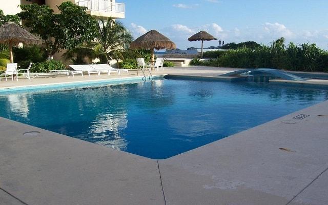 Hotel Condominios Salvia Cancún, disfruta de su alberca al aire libre