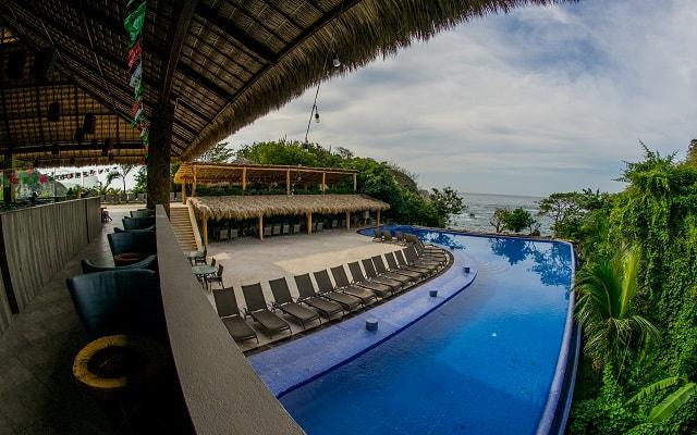 Hotel Coral Blue Huatulco, disfruta de su alberca al aire libre