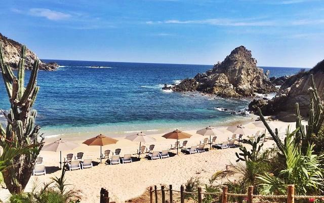 Hotel Coral Blue Huatulco, espacios para descanso en la playa