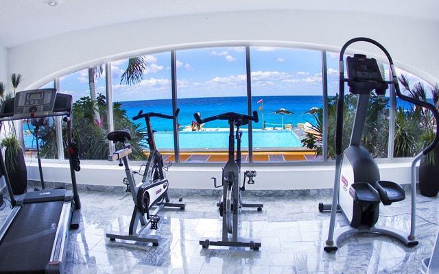 Hotel Coral Princess Cozumel continúa con tu rutina de ejercicios en el gimnasio