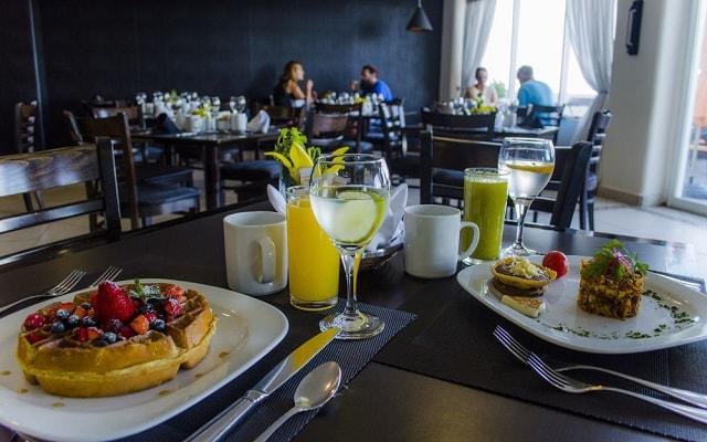 Hotel Coral Princess Cozumel su restaurante ofrece servicio de desayunos, comidas y cenas