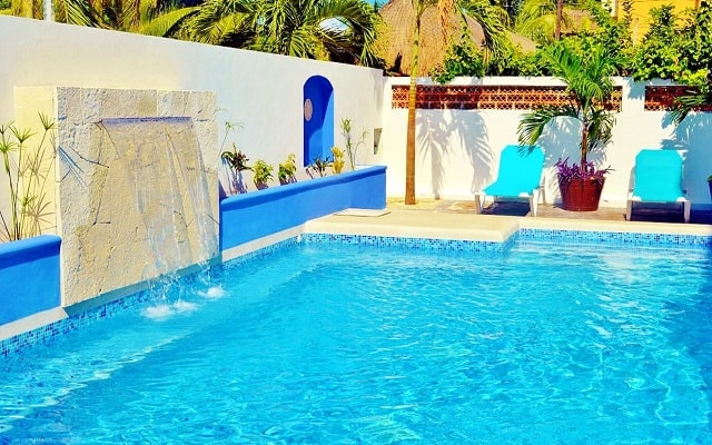 Hotel Corales Suites, disfruta de su alberca al aire libre
