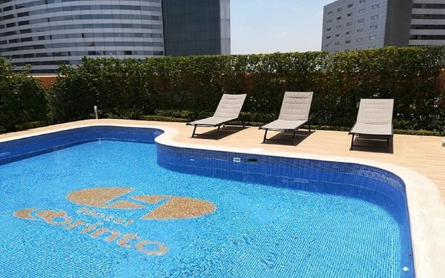 Hotel Corinto, disfruta de su alberca al aire libre