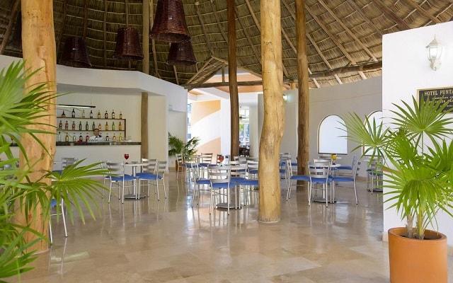 Hotel Costa Club Punta Arena, disfruta una copa en el bar