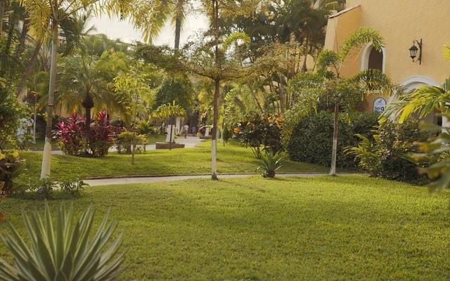 Hotel Costa Club Punta Arena, pasea por el jardín
