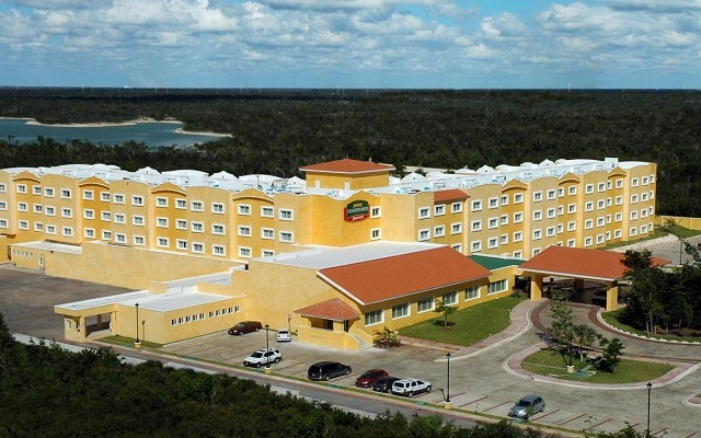 Hotel Courtyard by Marriott Cancún Airport en Aeropuerto