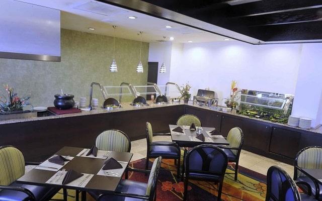 Hotel Courtyard by Marriott Monterrey Aeropuerto, buena propuesta gastronómica