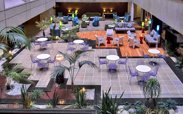 Hotel Courtyard Mexico City Revolución, disfruta una copa y relájate en el bar