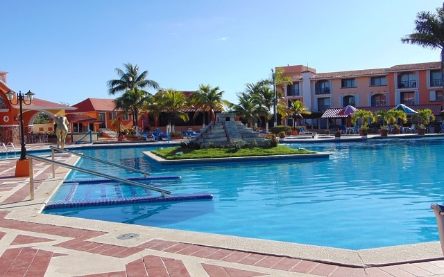 Hotel Cozumel & Resort, disfruta de su alberca al aire libre