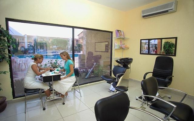 Hotel Cozumel & Resort, permite que te consientan en el salón de belleza