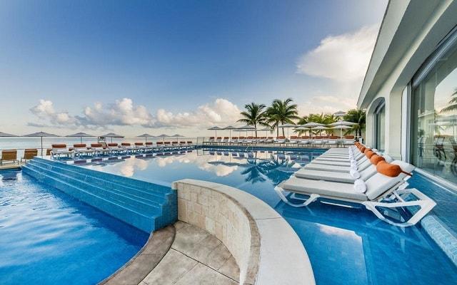 Hotel Cozumel Palace, disfruta de su alberca al aire libre