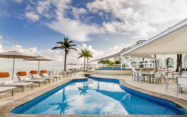 Hotel Cozumel Palace, relájate en sus camastros