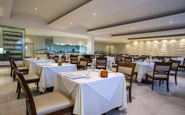 Hotel Cozumel Palace, deléitate con menús mexicanos e internacionales