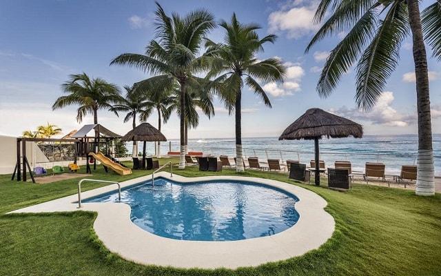 Hotel Cozumel Palace, alberca y área de juegos para niños