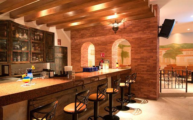 Hotel Crown Paradise Club Puerto Vallarta, Bar Collage