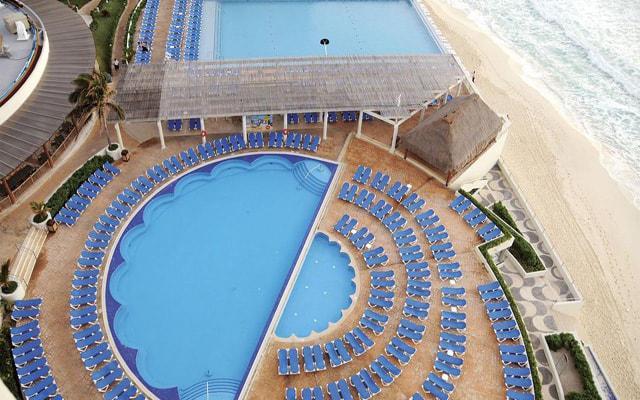 Hotel Crown Paradise Club Cancún, disfruta de su alberca al aire libre