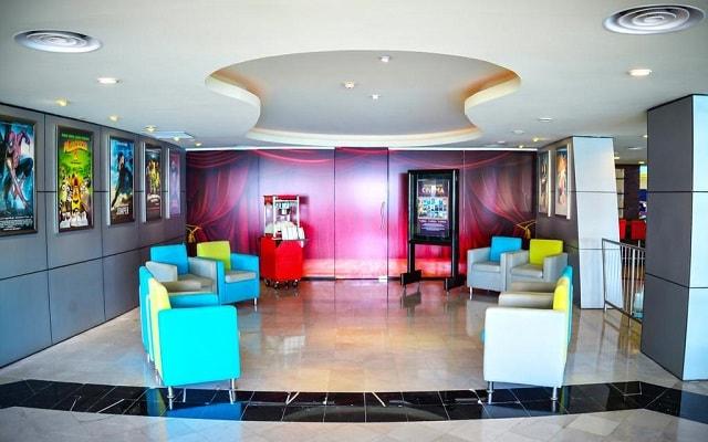 Hotel Crown Paradise Club Cancún, cine