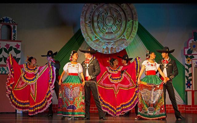 Hotel Crown Paradise Club Cancún, shows en vivo