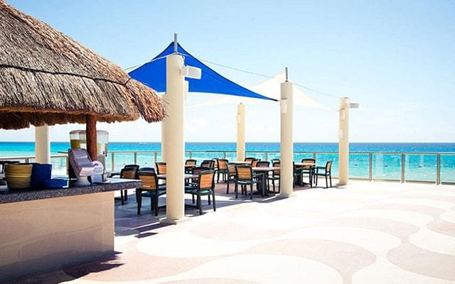 Hotel Crown Paradise Club Cancún, admira la belleza del mar