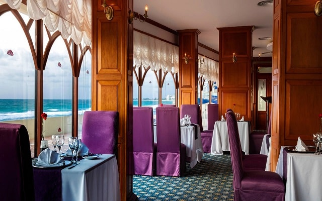 Hotel Crown Paradise Club Cancún, servicio de calidad