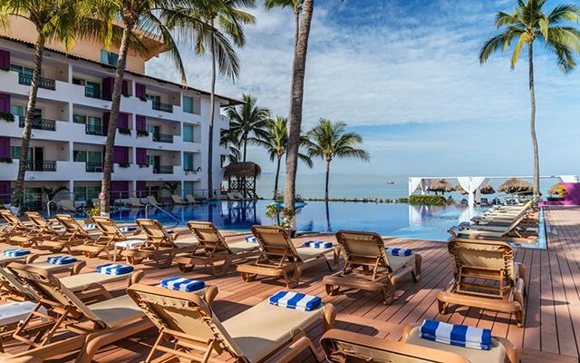 Hotel Crown Paradise Club Puerto Vallarta, disfruta del sol y olvídate del tiempo en su alberca