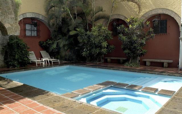 Hotel De Mendoza, refréscate en la alberca al aire libre